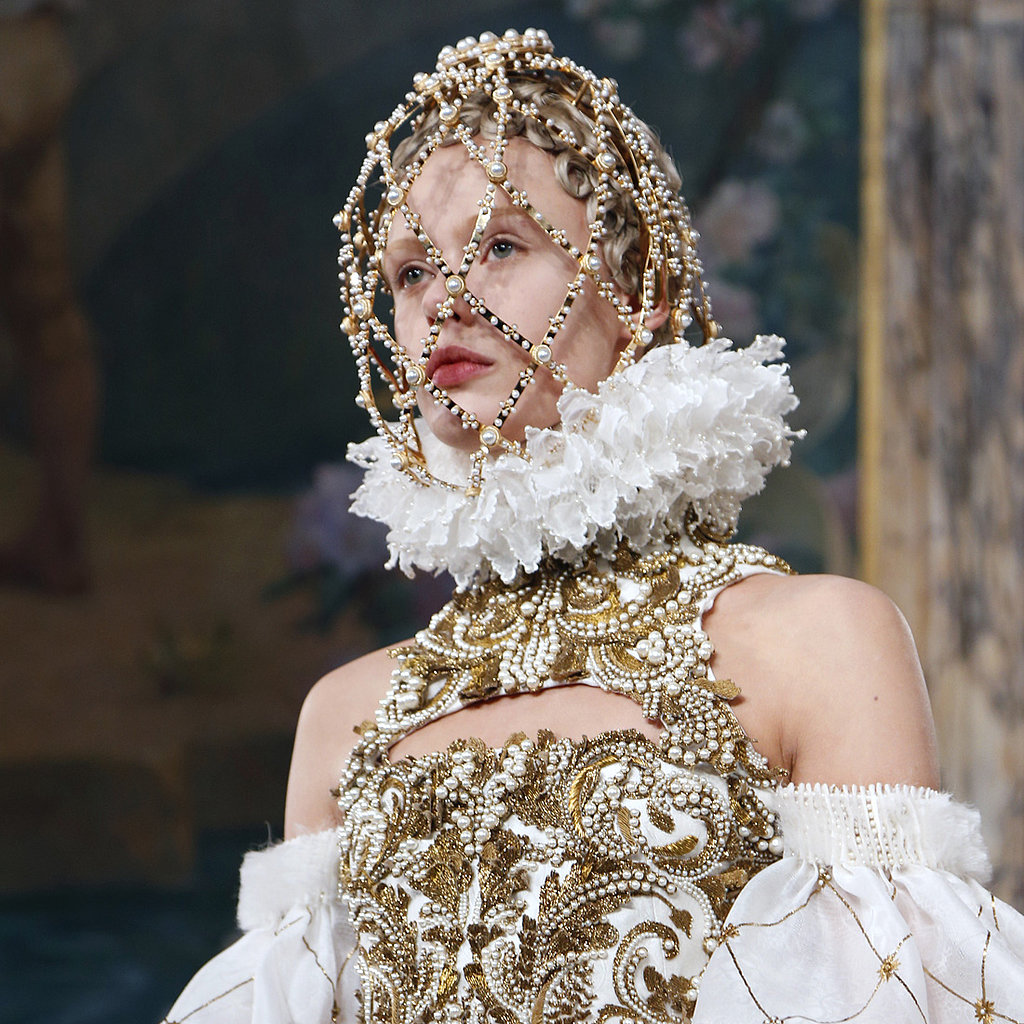 Alexander-McQueen-Hair-Makeup-Fashion-Week-2013